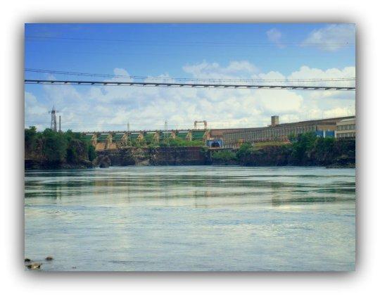 Ponte suspensa em Cachoeira Dourada GO.